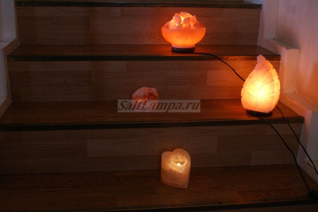 solevaya-lampa-na-stupenkah
